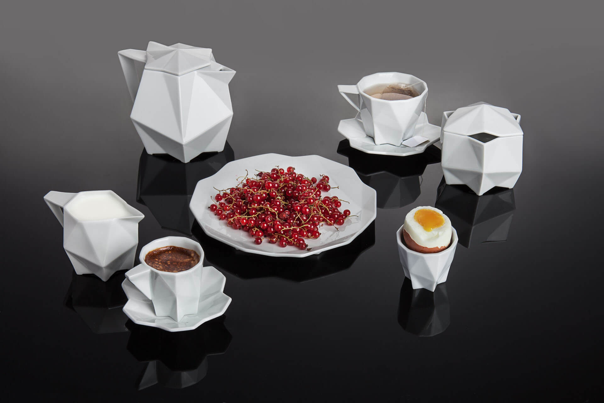 geometric-porcelain-set-breakfast-with-food-1