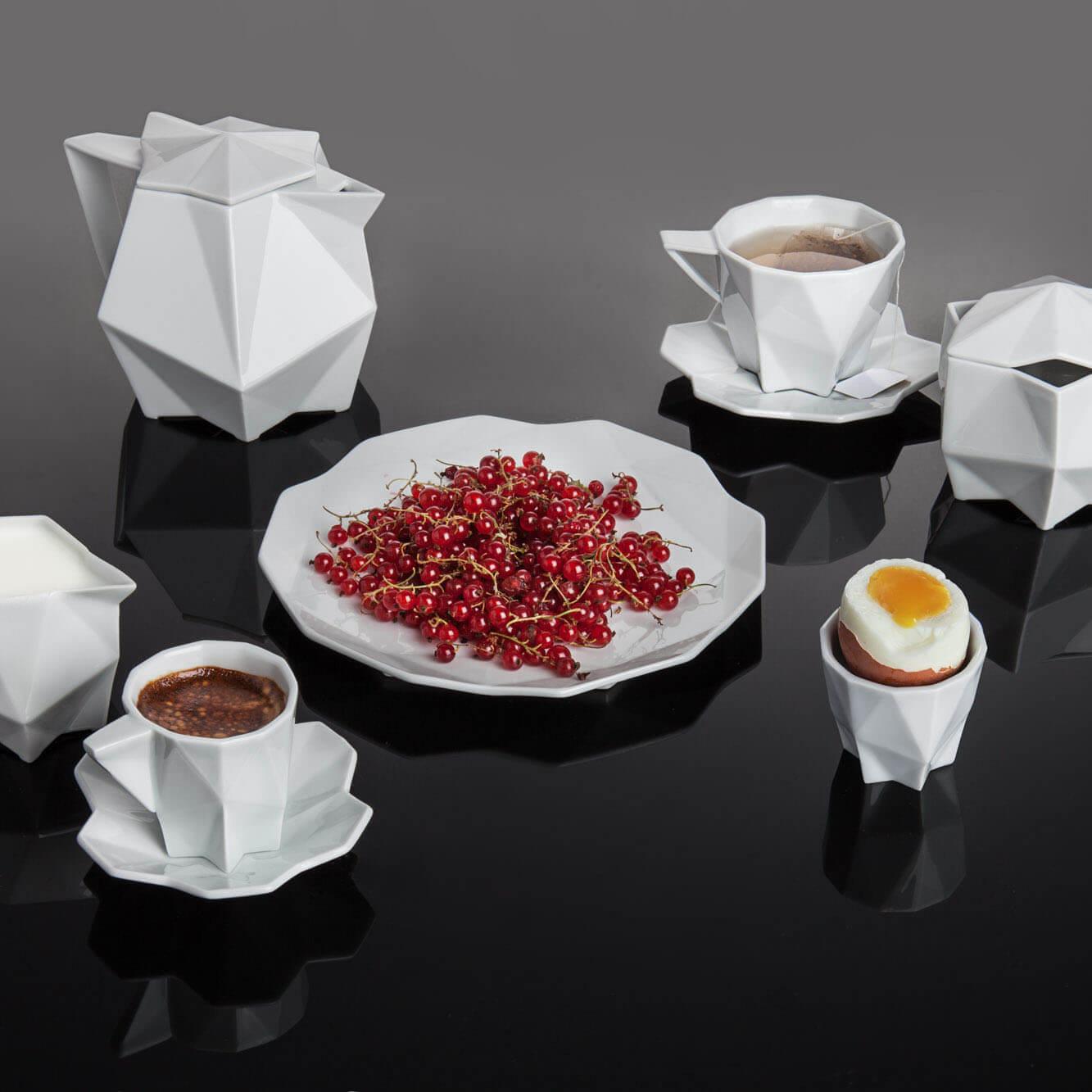 geometric-porcelain-set-breakfast-with-food